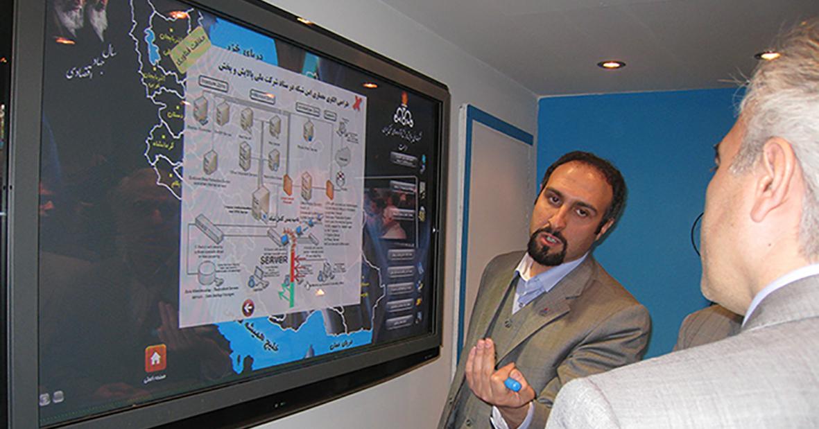 کامپیوتر لمسی نیوتک در غرفه حراست پخش و پالایش های نفتی