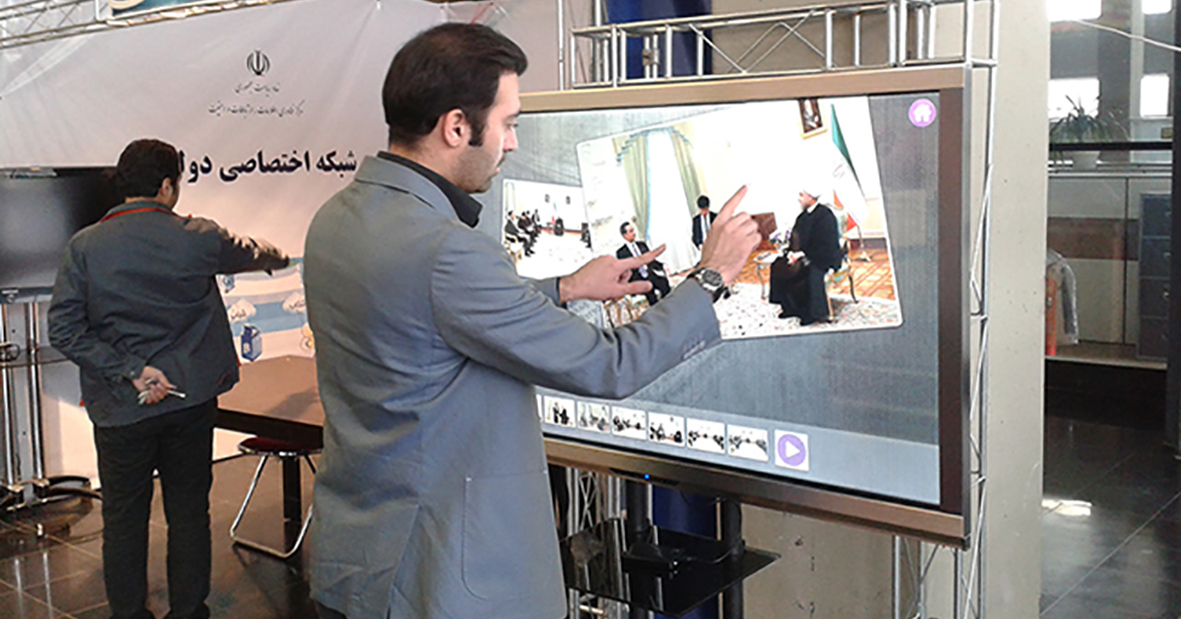 کامپیوتر لمسی نیوتک در غرفه نهاد ریاست جمهوری