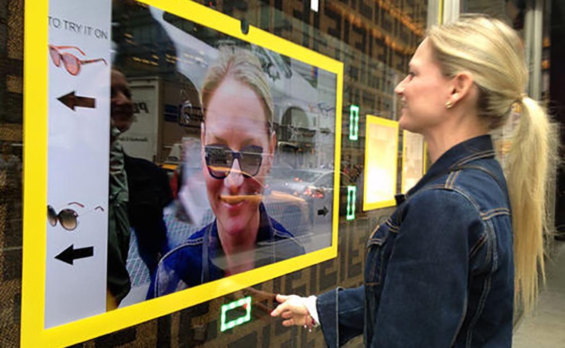 ویترین مجازی در فروشگاهی در نیویورک
