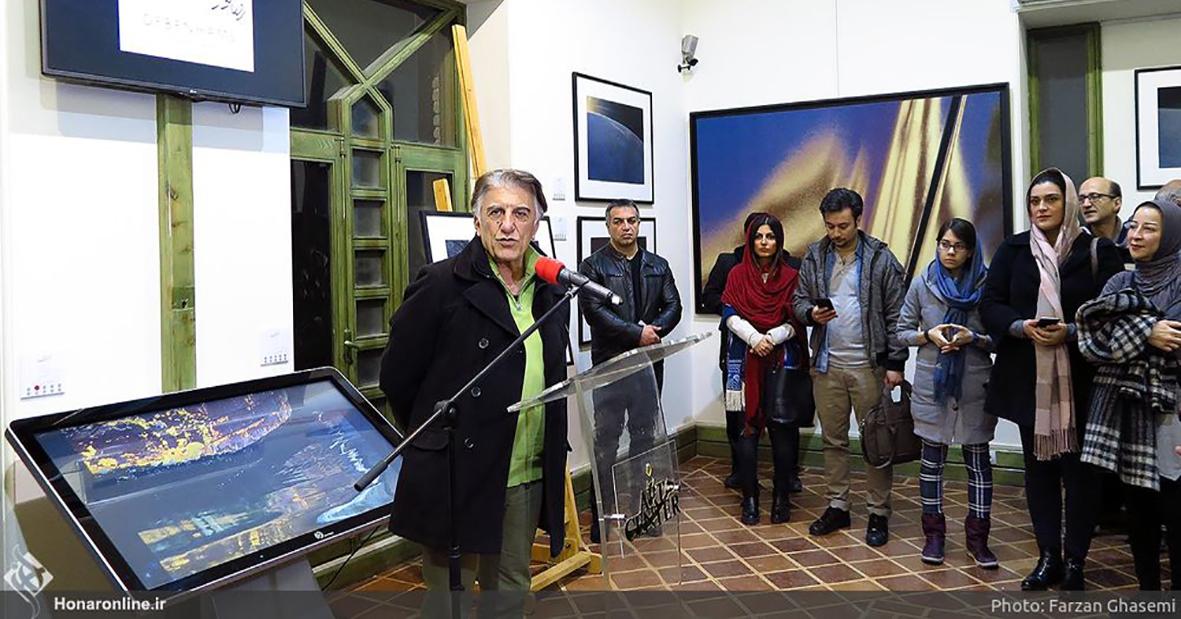 اجاره کیوسک لمسی نیوتک در افتتاحیه گالری رضا کیانیان