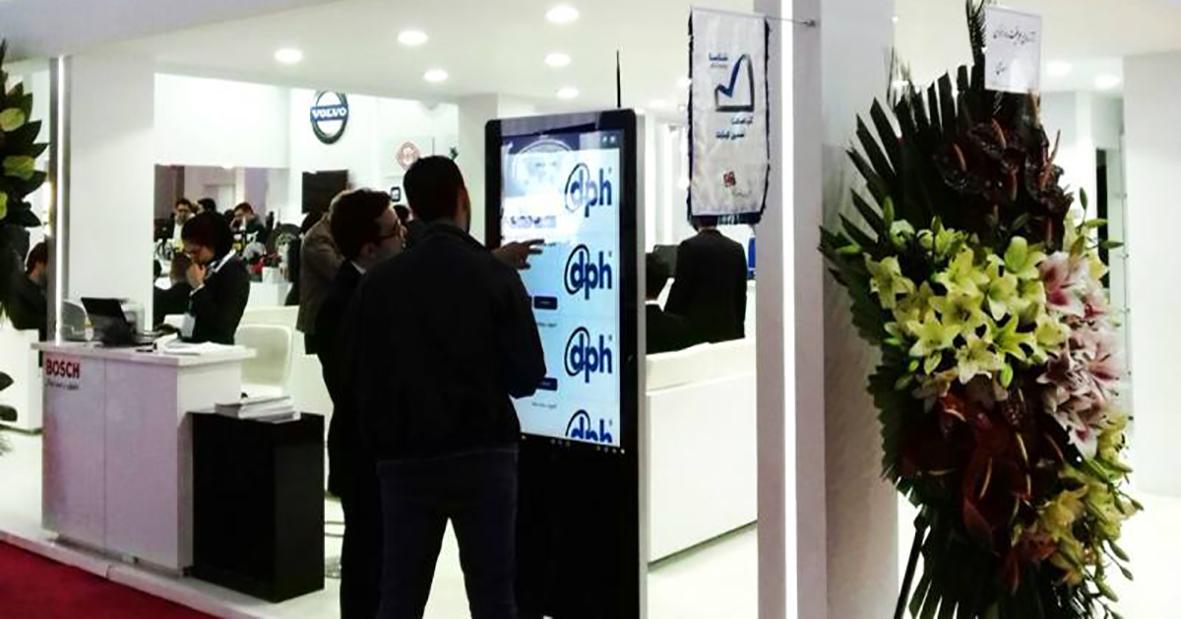 اجاره کیوسک لمسی نیوتک در غرفه سودبر در نمایشگاه خودرو