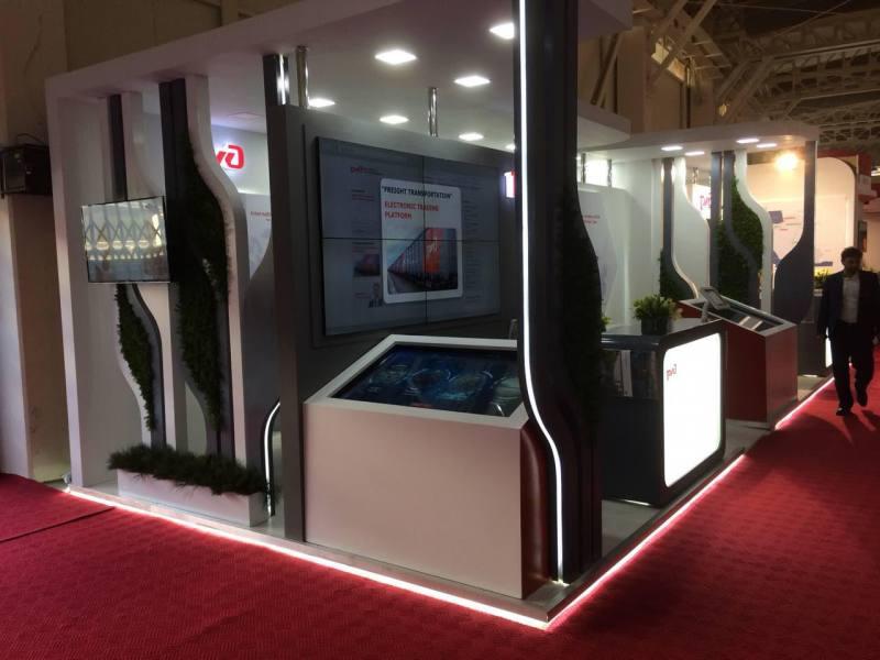 کامپیوتر لمسی جایگزین نمایشگر های معمولی در غرفه RZD