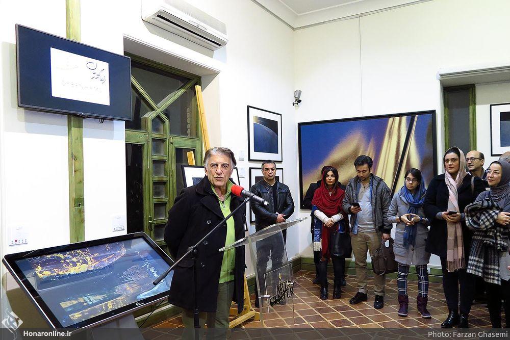 اجاره استند تاچ نیوتک افتتاحیه نمایشگاه رضا کیانیان
