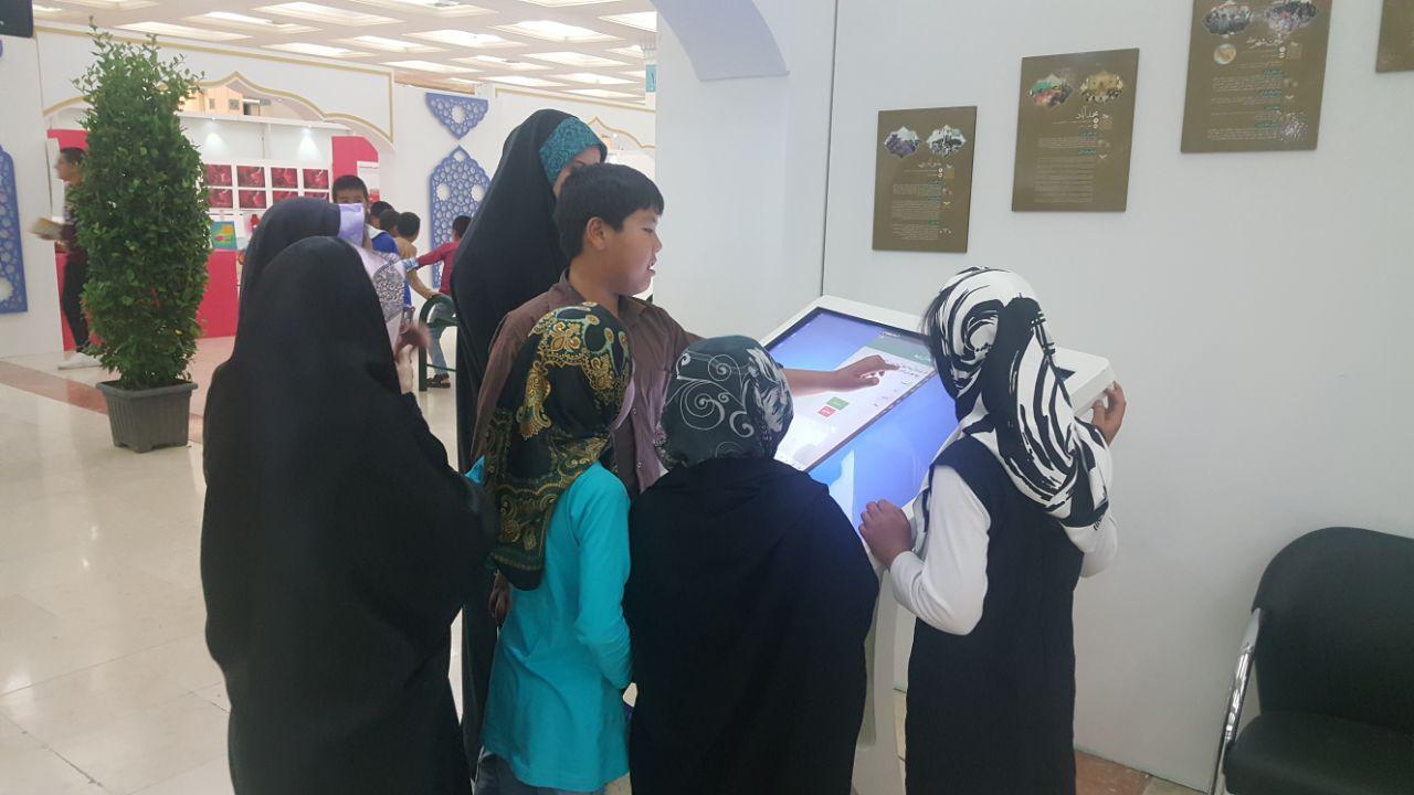 اجاره کیوسک تاچ مدل SKD در نمایشگاه قرآن
